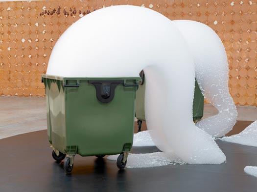 Foam Fountain - Michel Blazy (2007)